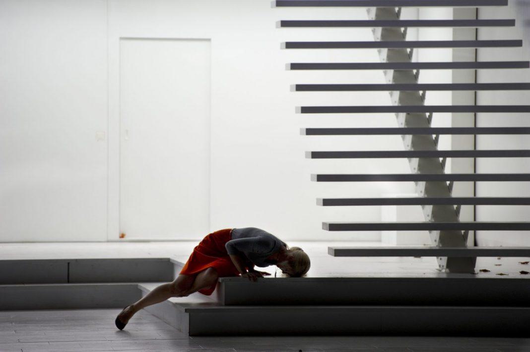 Photo M. Rittershaus | C. Guth, Così fan tutte (W.A. Mozart) | Sets: C. Schmidt Costumes: A. S. Tuma | Salzburger Festspiele 2011