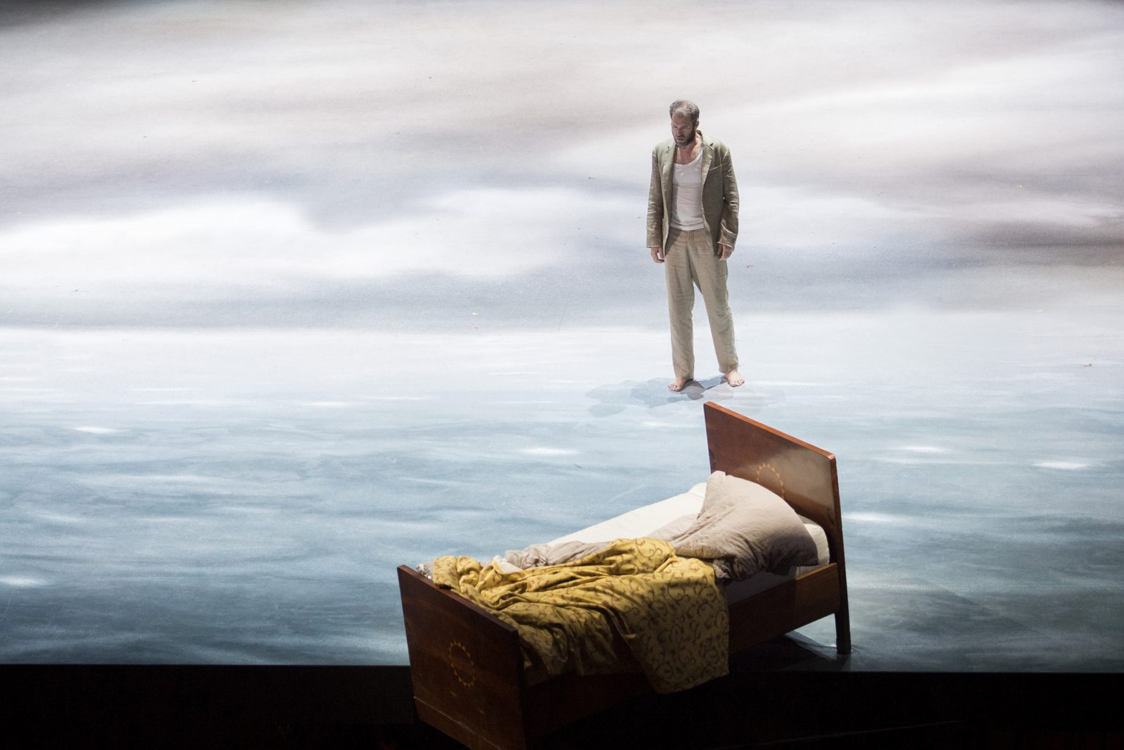 Photo M. Rittershaus | C. Loy, Peter Grimes (B. Britten) | Sets: J. Leiacker Costumes: J. Weihrauch | Theater an der Wien 2015