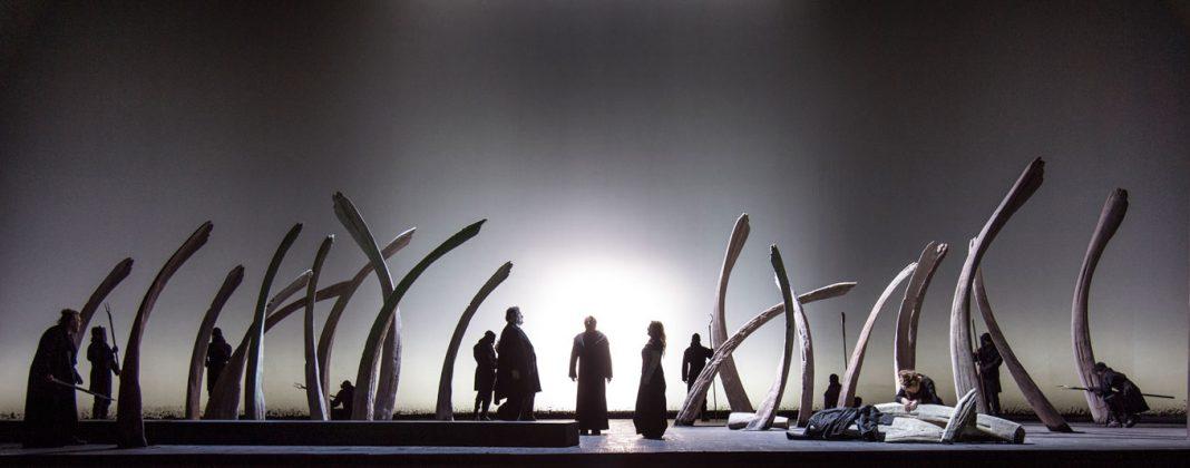 Christof Hetzer, Tristan und Isolde | Directed by P. Audi | Photo © Ruth Walz / DNO