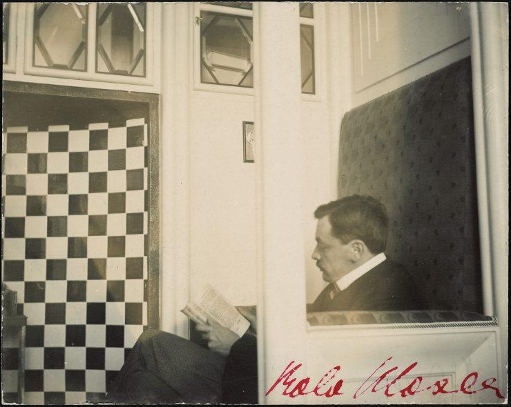 Koloman Moser in the office of Wiener Werkstätten, 1904 Theatermuseum © KHM-Museumsverband