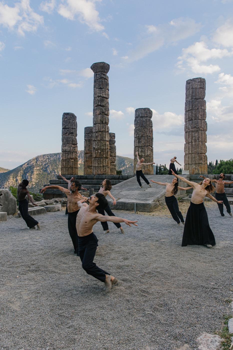 Sasha Waltz & Guests, Beethoven 7th in Delphi, temple of Apollo, ST set design magazine