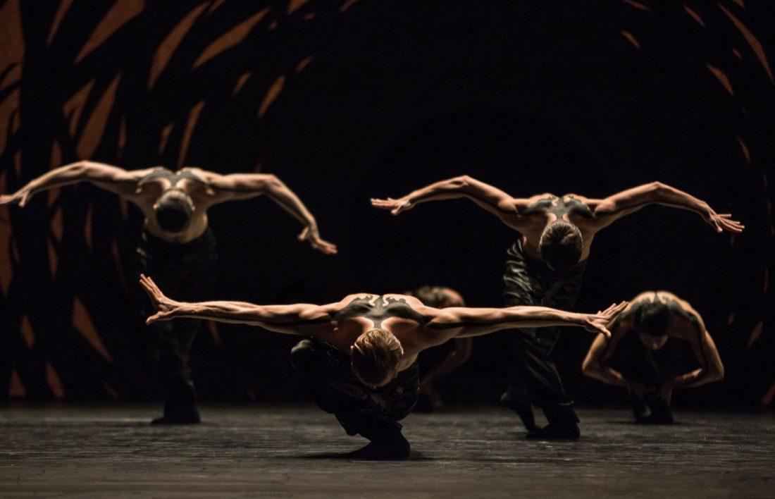 Gregory Batardon, stage photo of Emergence, choreography by Crystal Pite, at Ballet Zürich set design magazine
