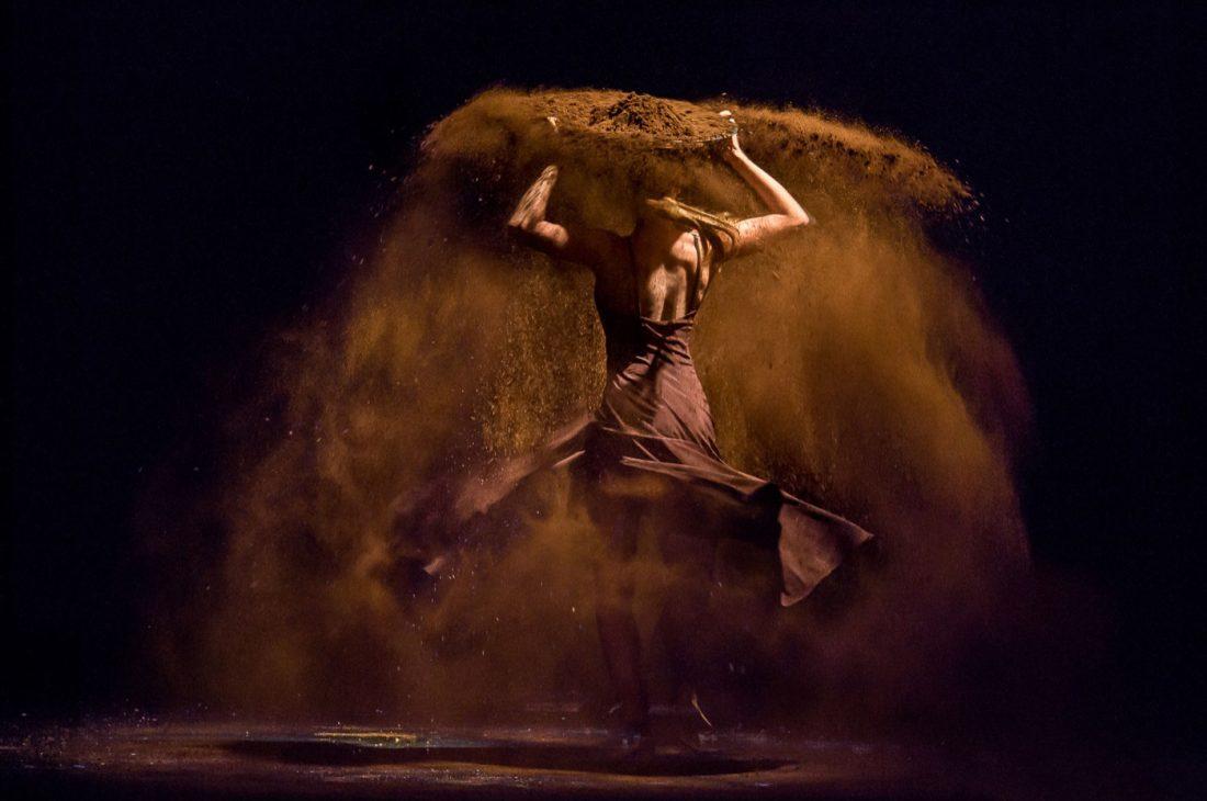 Gregory Batardon, stage photo of Tristan et Isolde, choreography by Joëlle Bouvier, at Ballet du Grand Théâtre de Genève Set design magazine