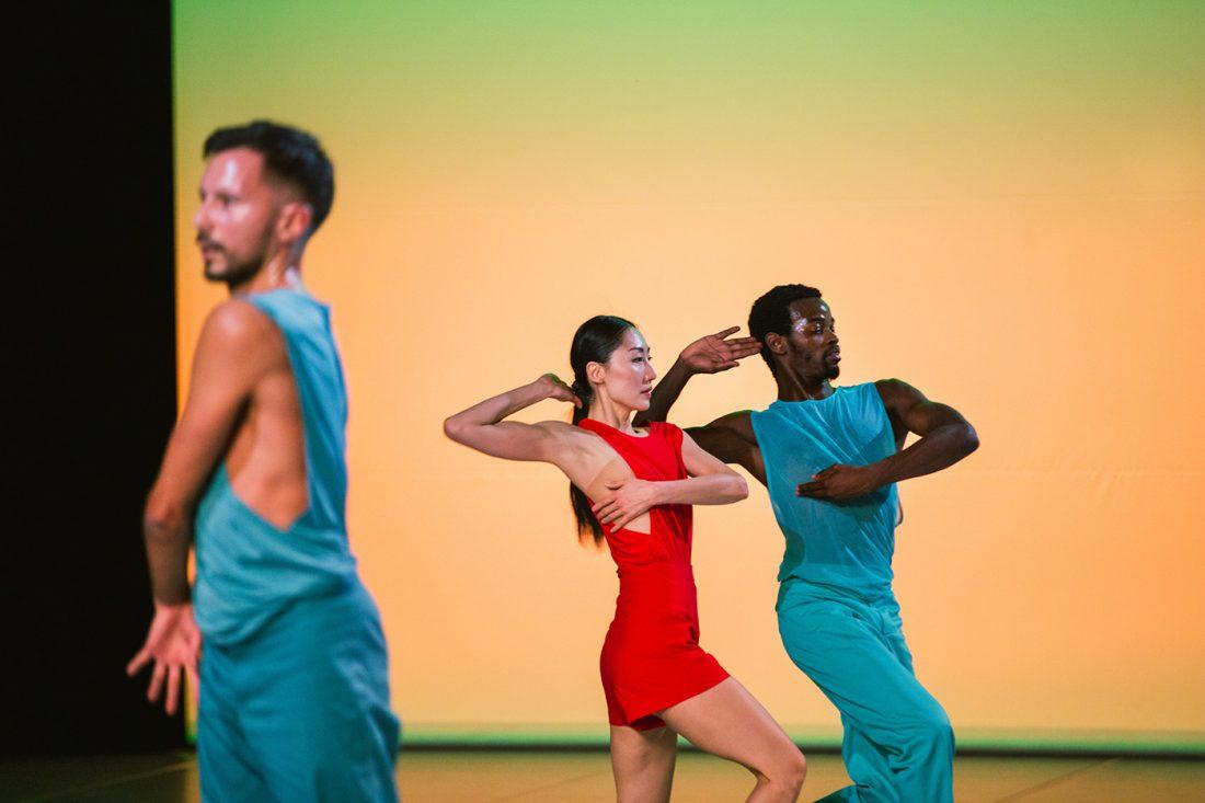 "Sasha Waltz & Guests, ""In C"", Terry Riley | Davide di Pretoro, Hwanhee Hwang, Edivaldo Ernesto | ©Yanina Isla"