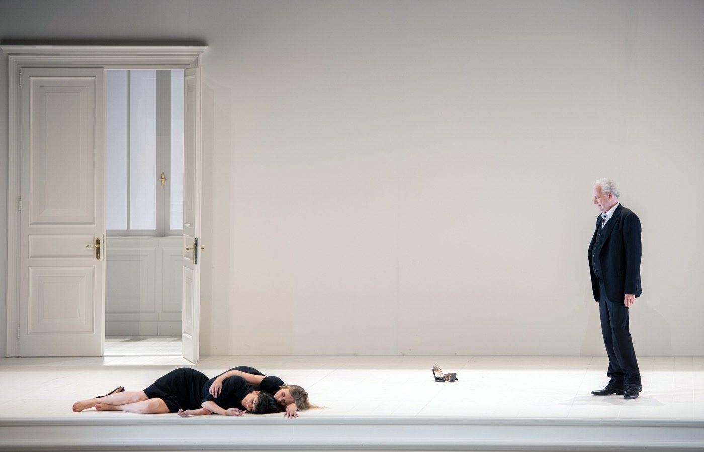 Leiacker-Loy-Cosi-Fan-Tutte-Monika-Rittershaus-Salzburger-Festspiele-2020-00100