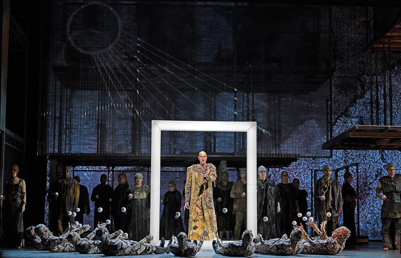 Tom Pye, Akhnaten | Dir. P. McDermott | © Karen Almond / Met Opera